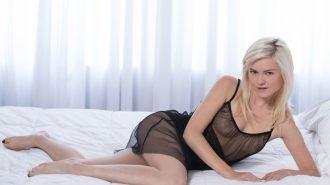 Юная блондинка полна решимости потрахаться по взрослому