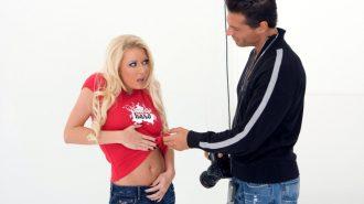 Фотограф просит девушку дать сфоткать её сиськи